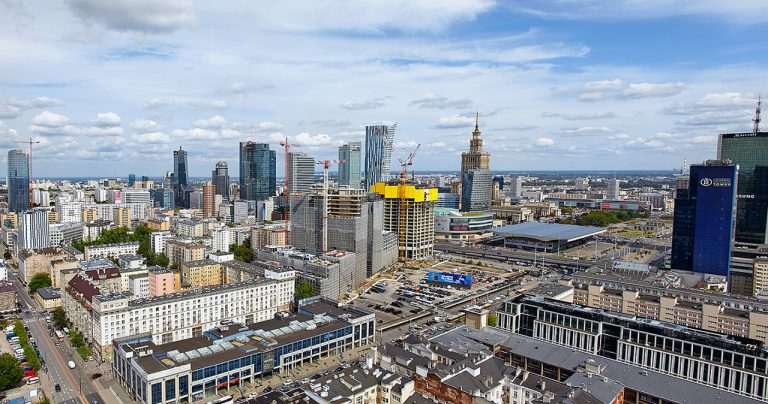 Zobacz jak rośnie Warszawa. Stolica będzie najwyższym miastem w Europie