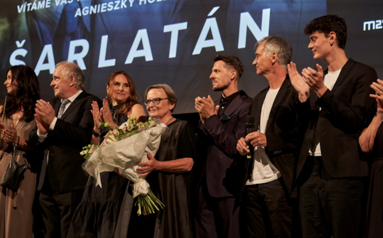 """""""Szarlatan"""" na szczycie boxoffice'u.  Film Agnieszki Holland z nową datą premiery"""